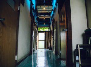 たけのま tenjishitsu:Tür aus Holz 竹之丸